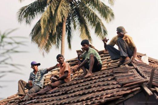 Dachdecker machen eine Pause auf der Desa Bar